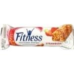 Baton de cereale Nestle Fitness cu capsuna 23,5g
